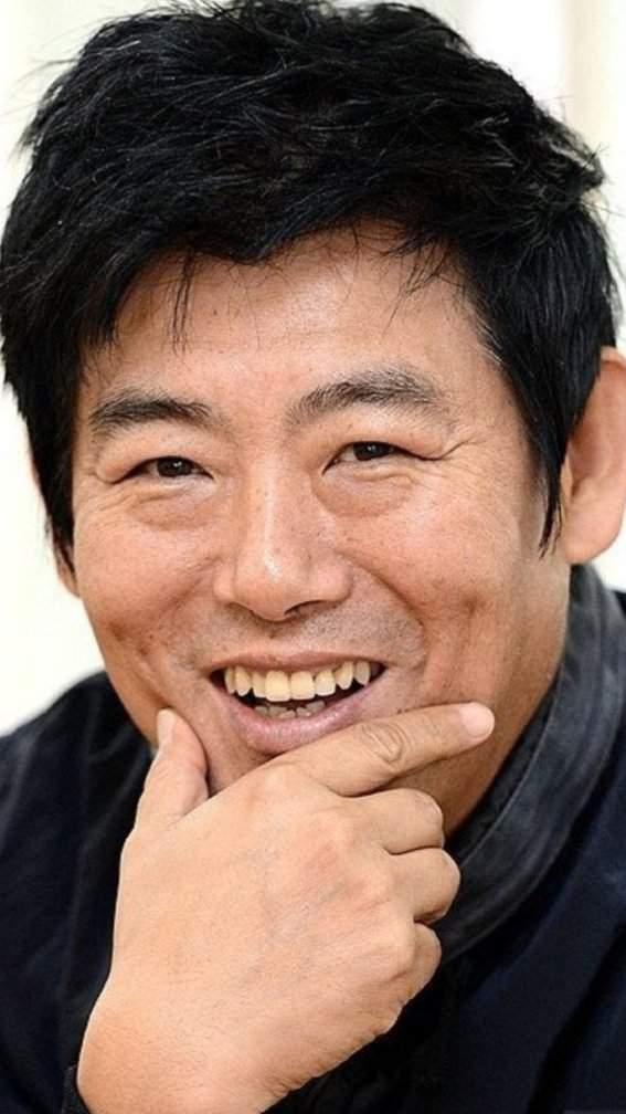 Все, что известно об очаровательном Сон Дон Иль: детство, карьера, личная жизнь